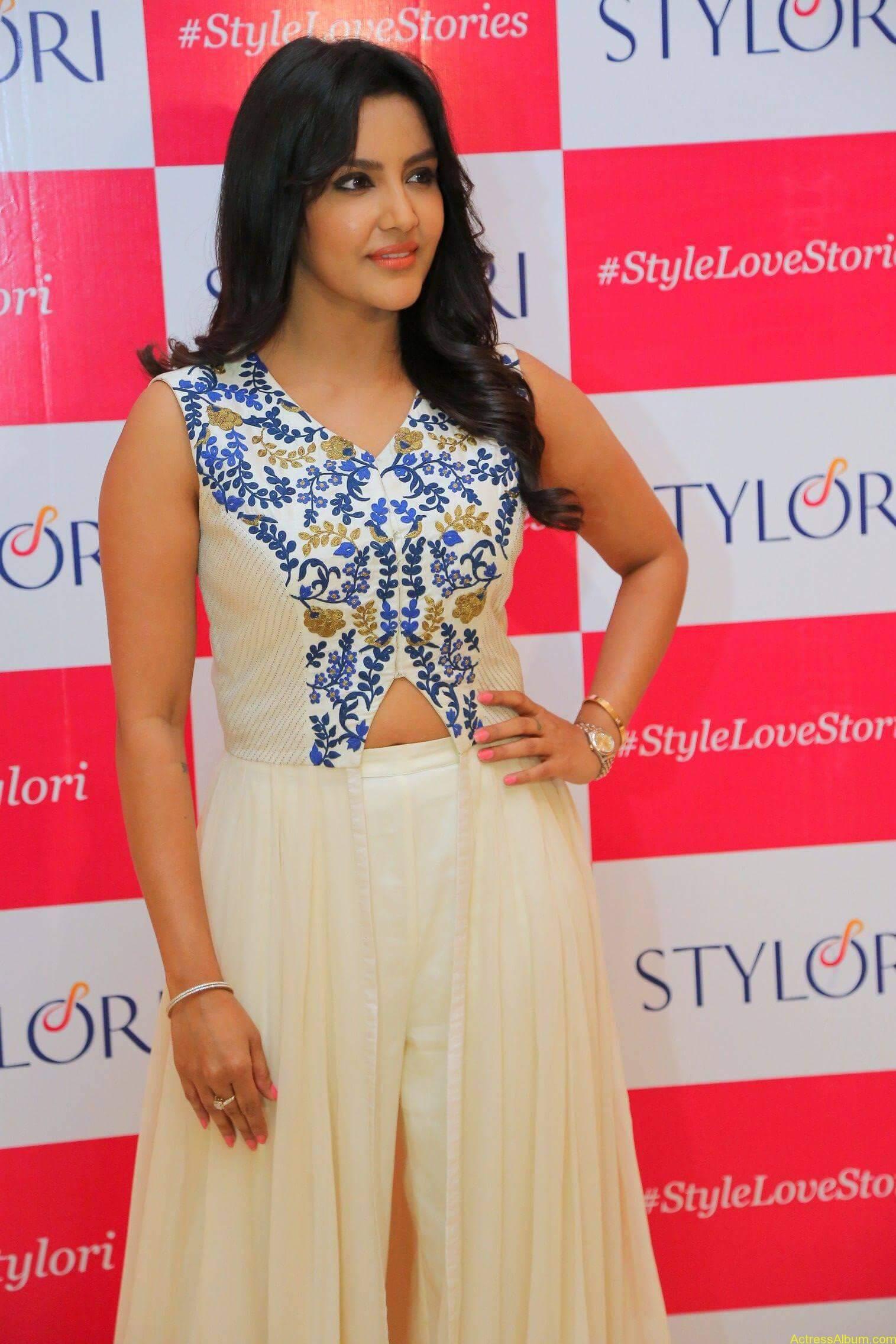 Actress Priya Anand Latest Photos - 2