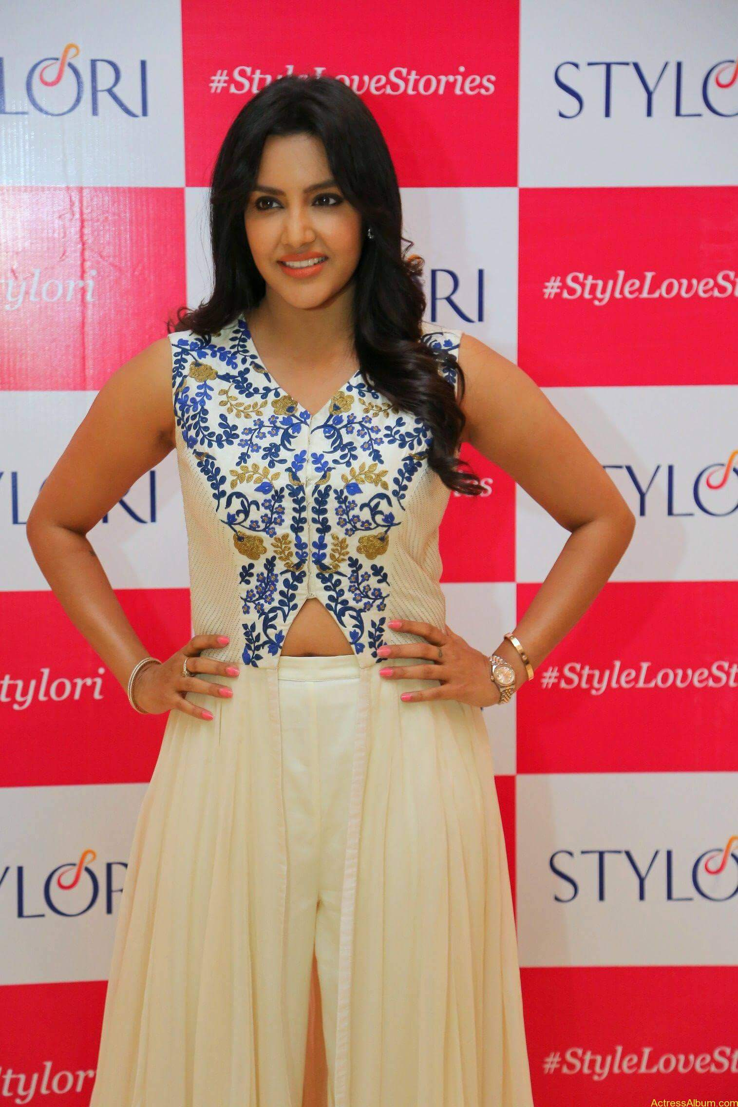 Actress Priya Anand Latest Photos - 3