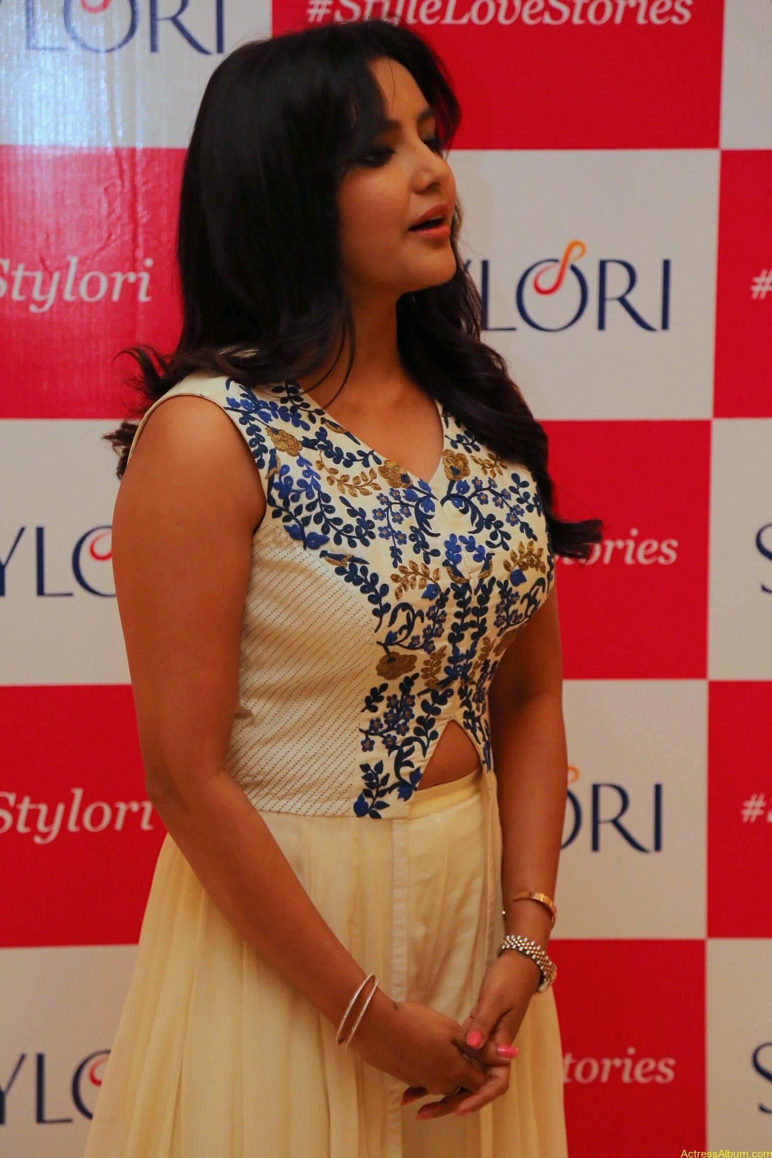 Actress Priya Anand Latest Photos - 4