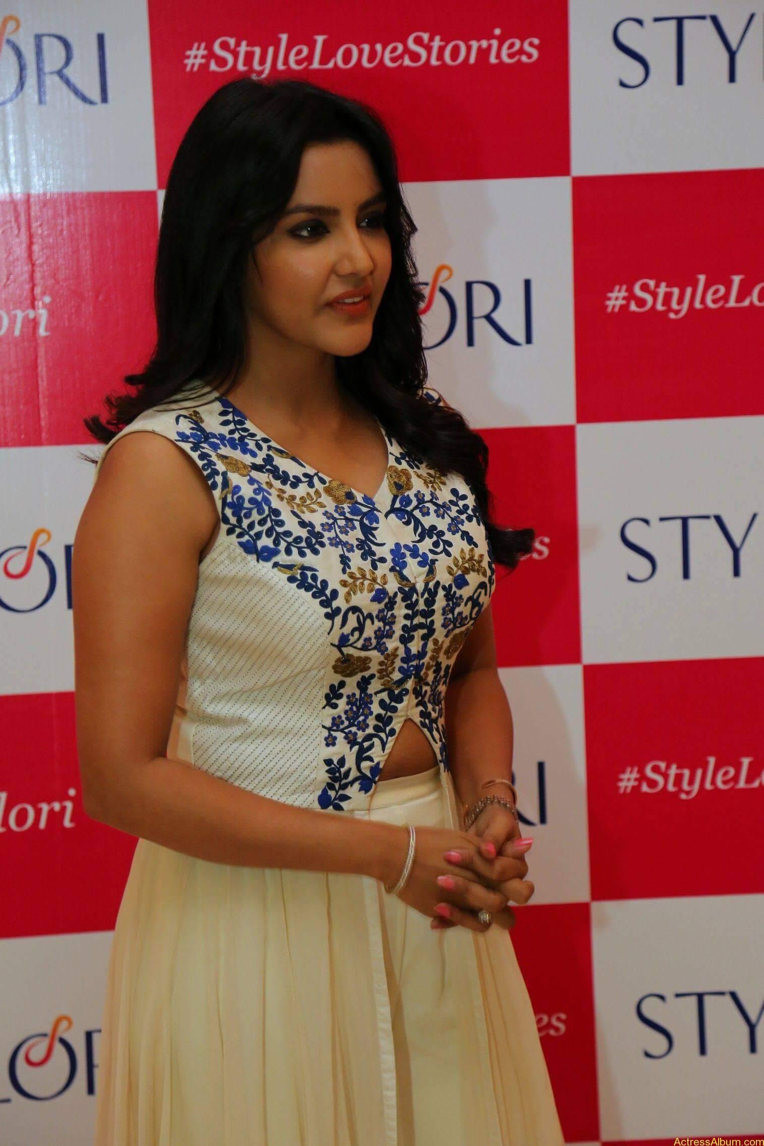 Actress Priya Anand Latest Photos - 5