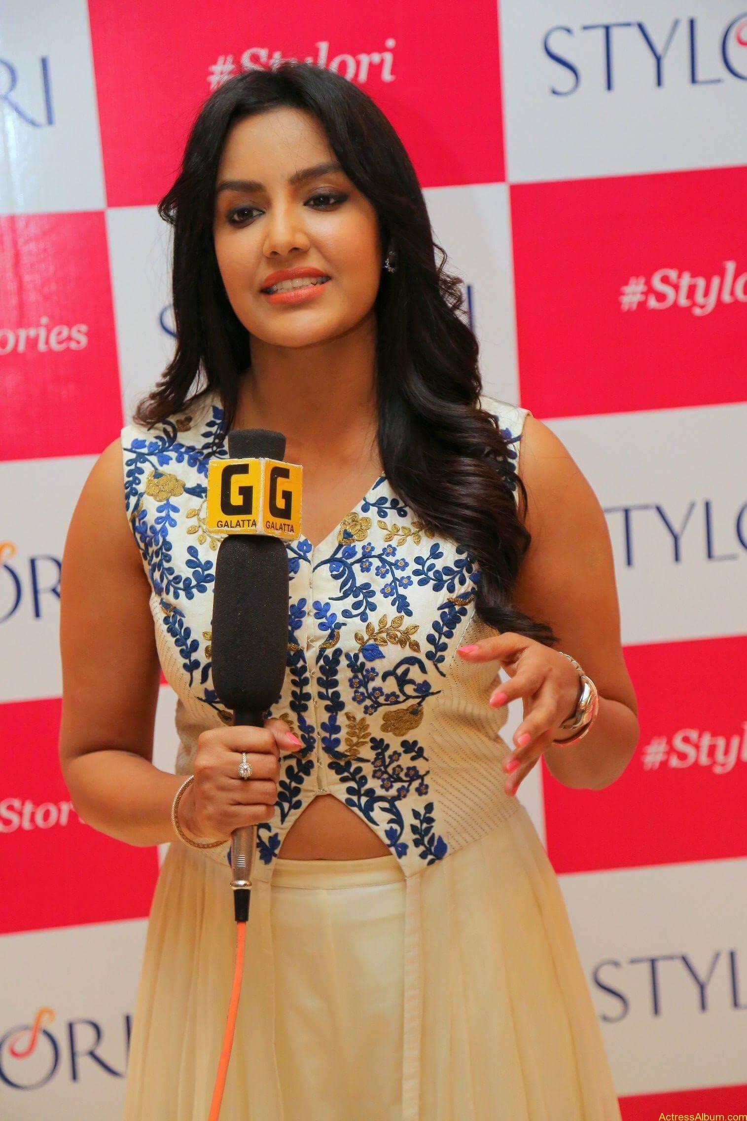 Actress Priya Anand Latest Photos - 6