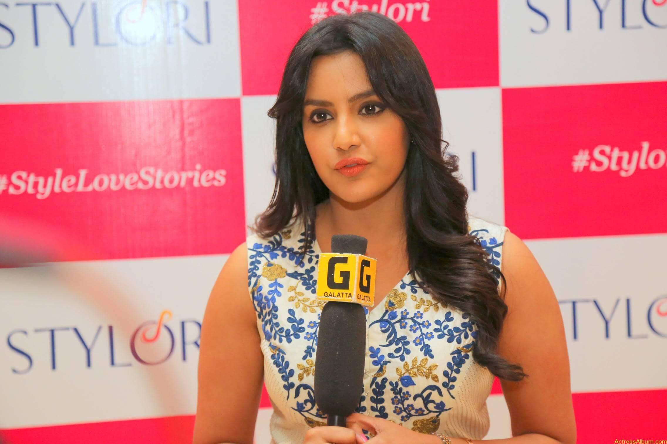 Actress Priya Anand Latest Photos - 7