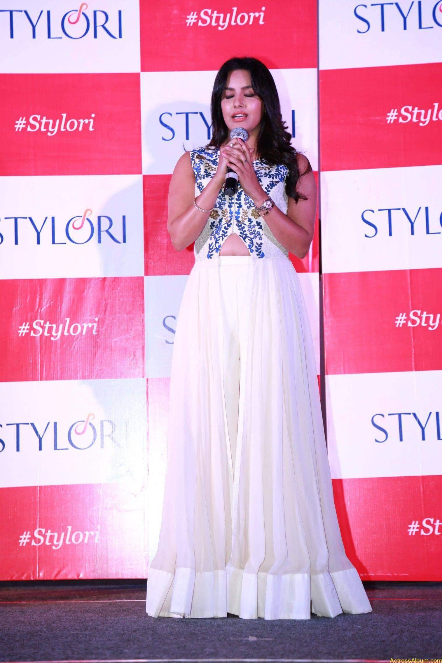 Actress Priya Anand Latest Photos - 8