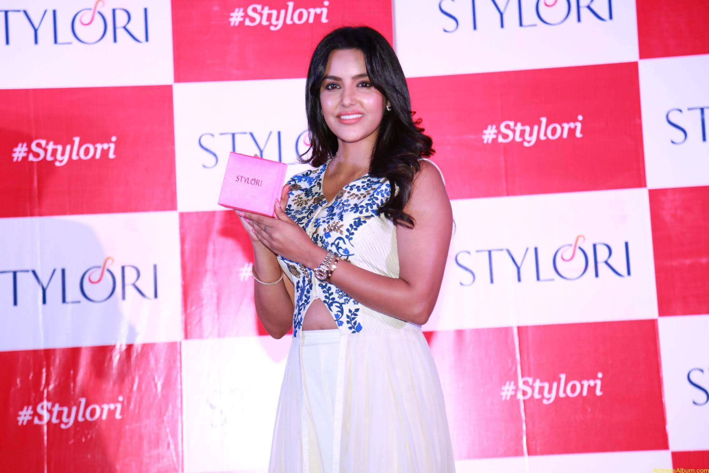 Actress Priya Anand Latest Photos - 9