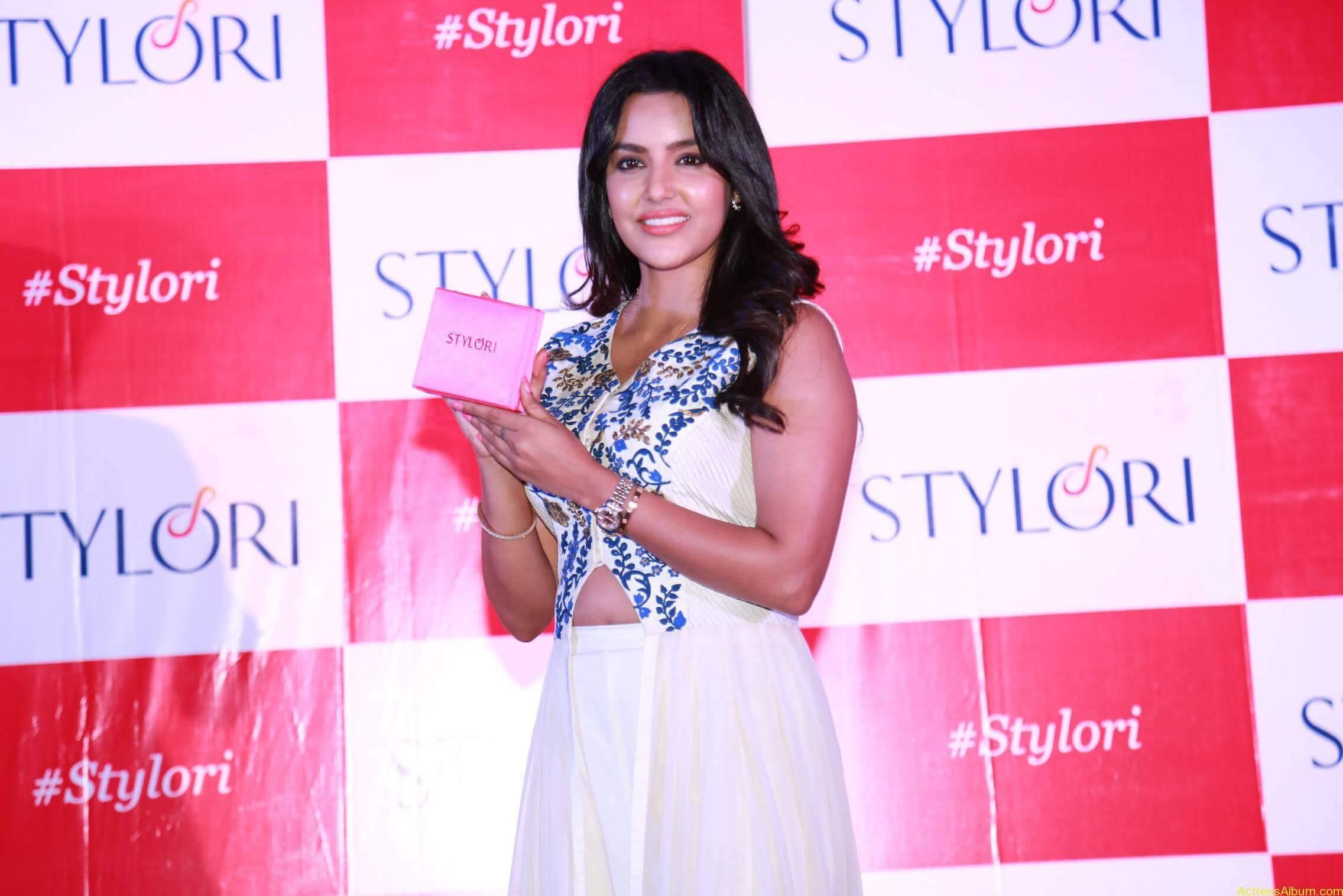 Actress Priya Anand Latest Photos - 9