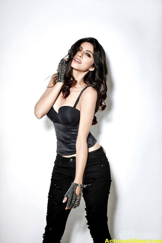 Actress Sapna Pabbi Photoshoot Stills - 6