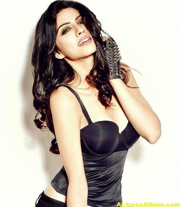 Actress Sapna Pabbi Photoshoot Stills - 9