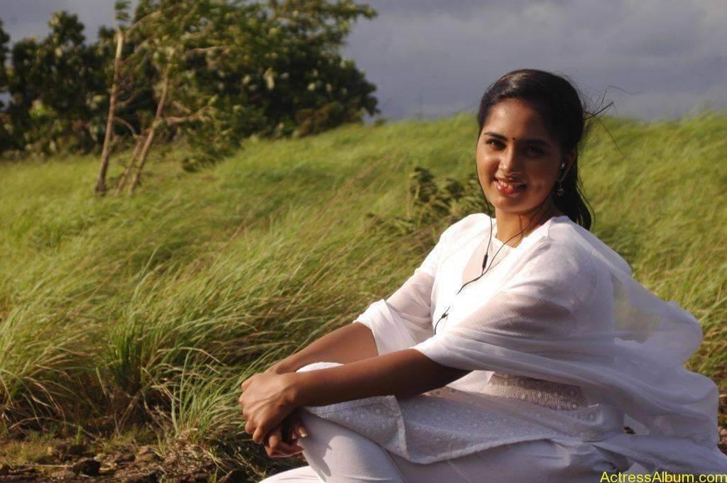 Actress Srushti Dange Hot Transparent Pics-1