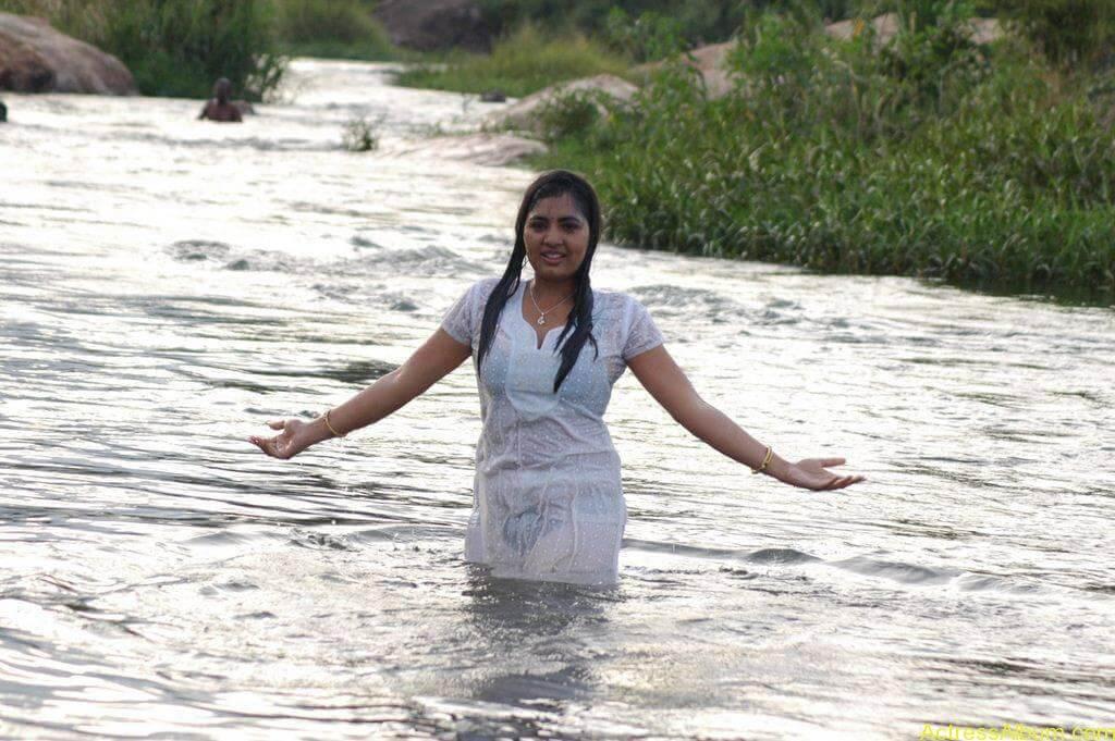 Actress Srushti Dange Hot Transparent Pics-3