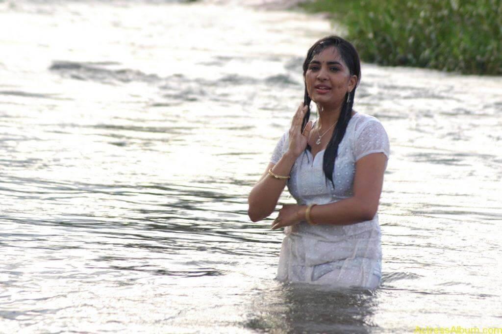 Actress Srushti Dange Hot Transparent Pics-4