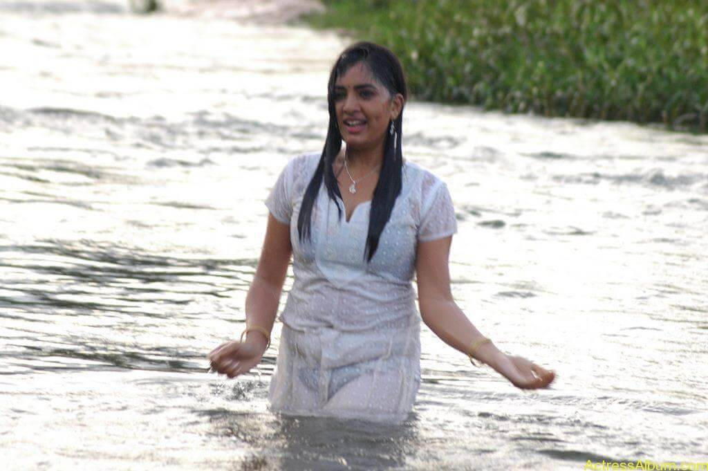 Actress Srushti Dange Hot Transparent Pics-5
