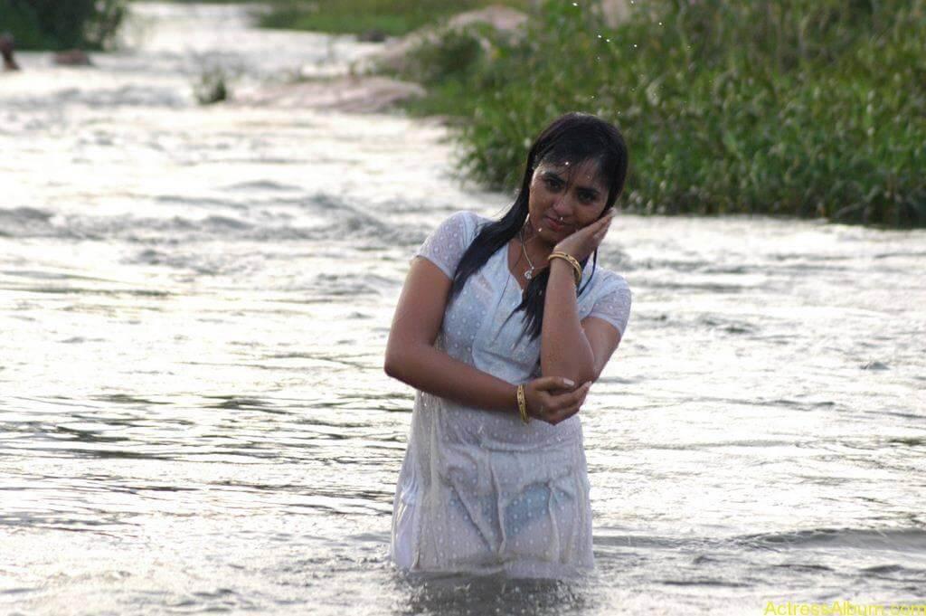 Actress Srushti Dange Hot Transparent Pics-7