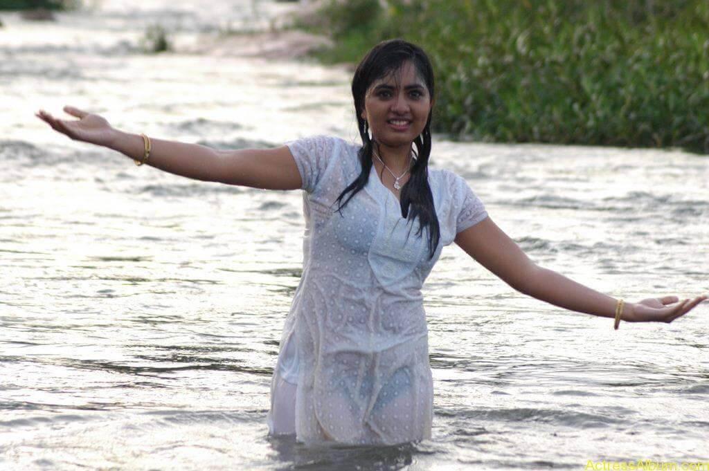 Actress Srushti Dange Hot Transparent Pics-8