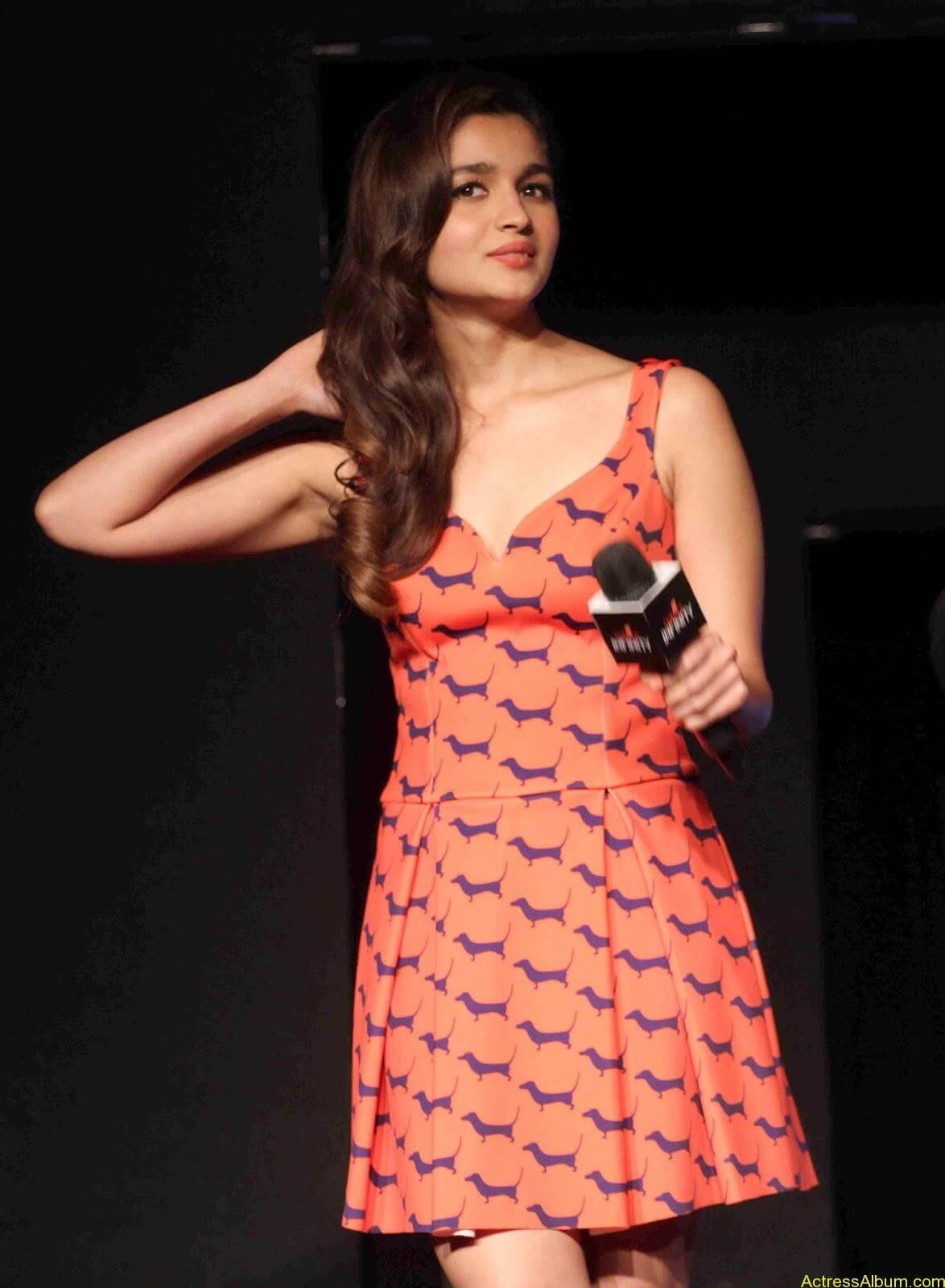 Alia-Bhatt-Photos-Stills-Hot-Images-Pictures-9