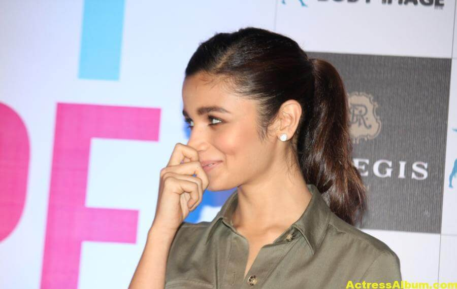 Alia-Bhatt-Stills-At-Sculpt-And-Shape-Book-Launch-
