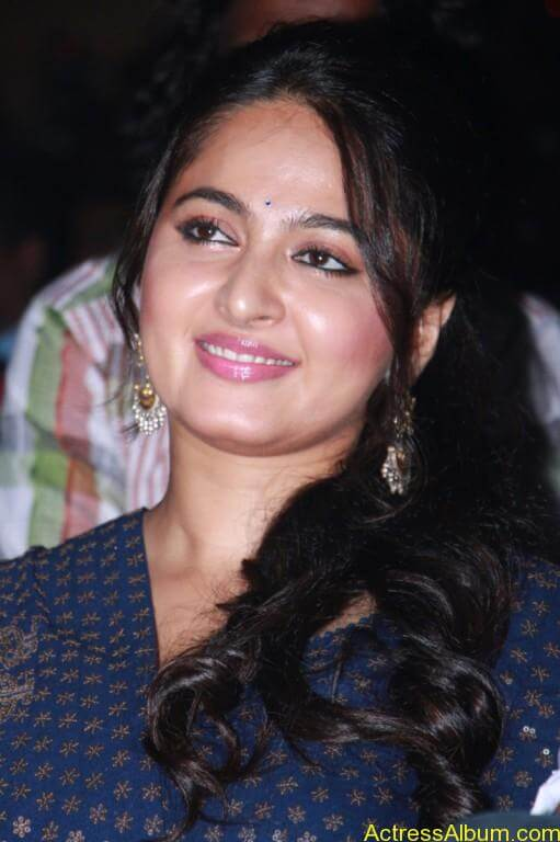 Anushka-Shetty-Stills-At-Baahubali-Tamil-Trailer-Launch-1