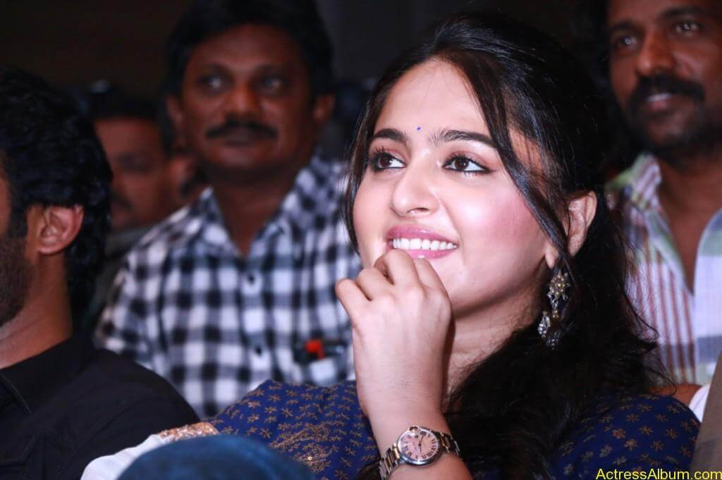 Anushka-Shetty-Stills-At-Baahubali-Tamil-Trailer-Launch-6