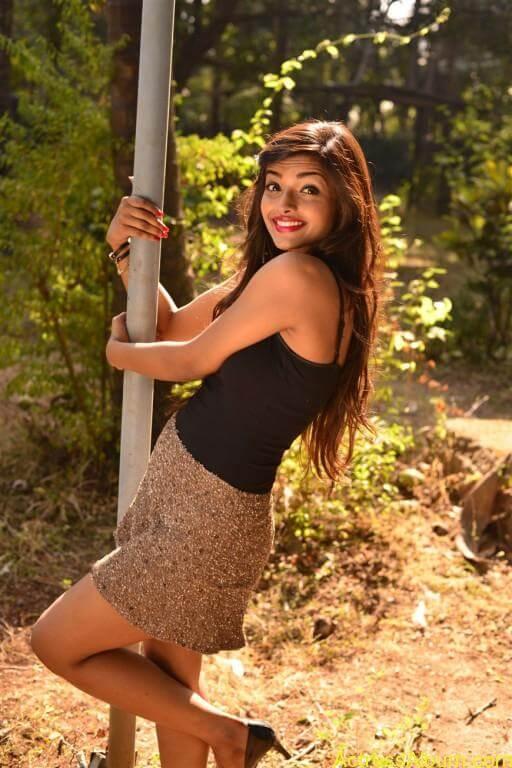 Ashna Zaveri Hot Pics-10