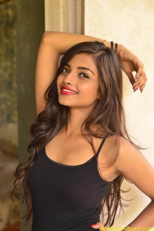 Ashna Zaveri Hot Pics-3