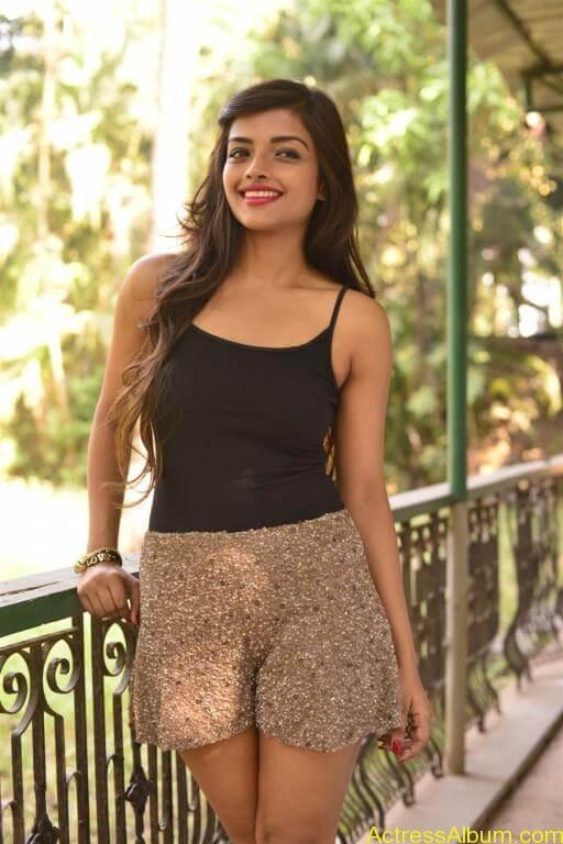 Ashna Zaveri Hot Pics-5