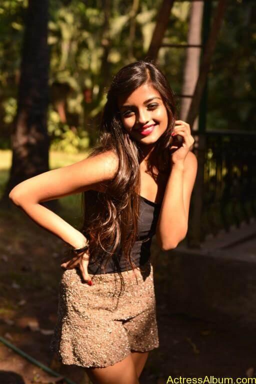 Ashna Zaveri Hot Pics-7