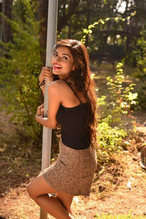 Ashna Zaveri Hot Pics-9