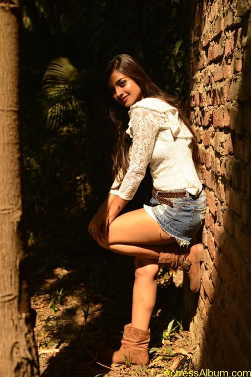 ashna-zaveri-latest-photoshoot-stills-2