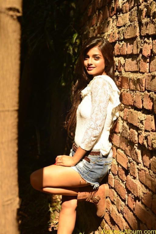 ashna-zaveri-latest-photoshoot-stills-4