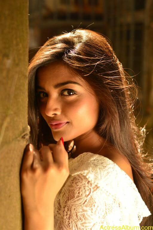 ashna-zaveri-latest-photoshoot-stills-5