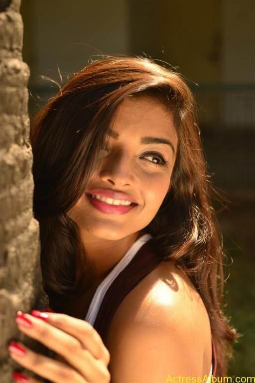 ashna-zaveri-latest-photoshoot-stills-9