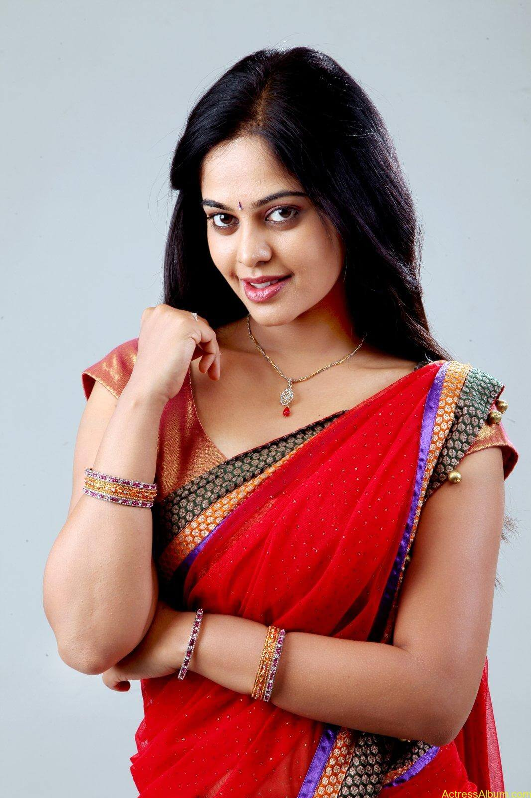 Bindu-Madhavi-Latets-Photo-Shoot-half-saree-photos-1
