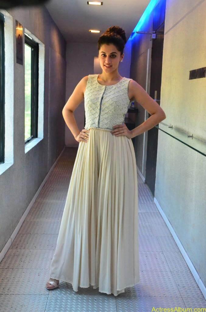 Bollywood Actress Tapsee Hot Photos - 0