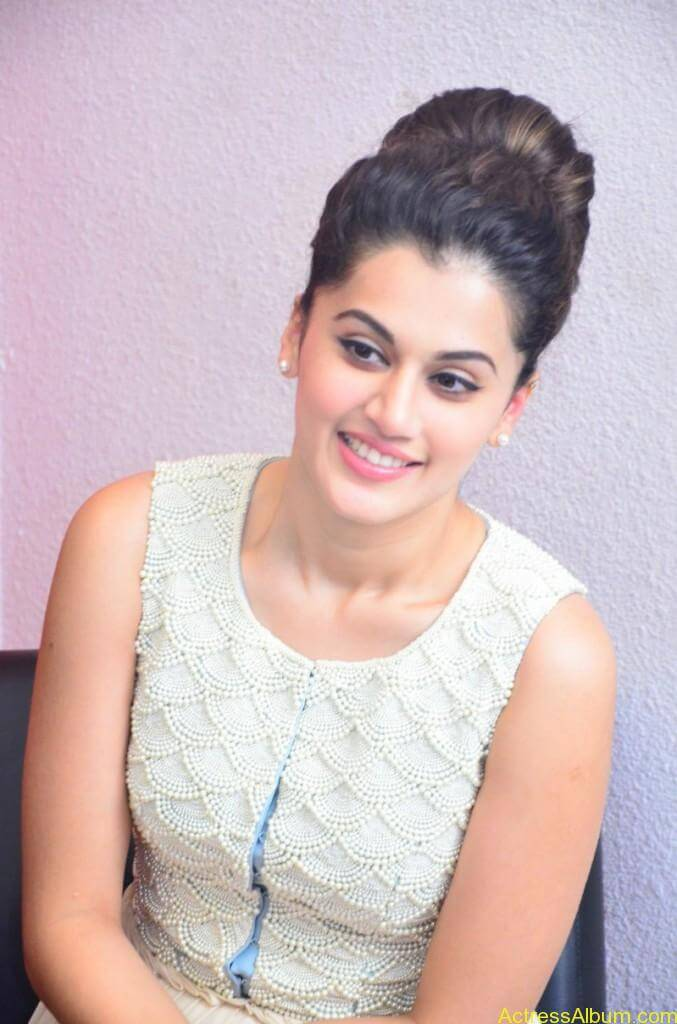 Bollywood Actress Tapsee Hot Photos - 1