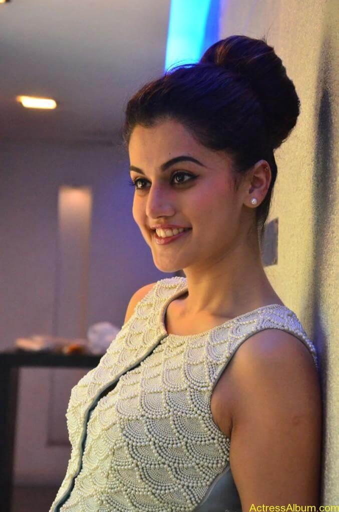 Bollywood Actress Tapsee Hot Photos - 10