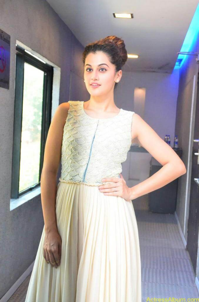 Bollywood Actress Tapsee Hot Photos - 11
