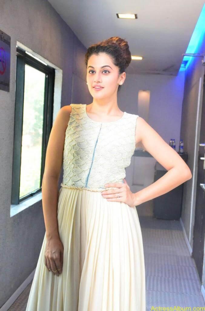 Bollywood Actress Tapsee Hot Photos - 11