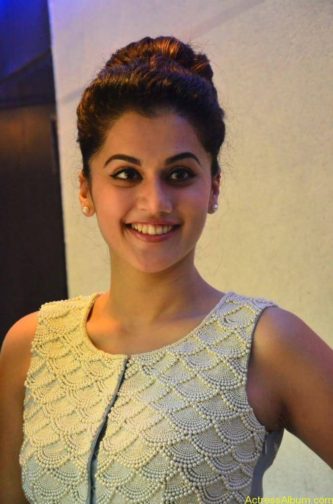 Bollywood Actress Tapsee Hot Photos - 12