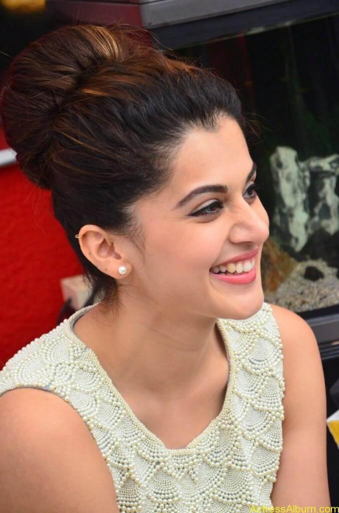Bollywood Actress Tapsee Hot Photos - 14