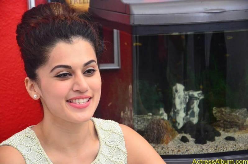 Bollywood Actress Tapsee Hot Photos - 15