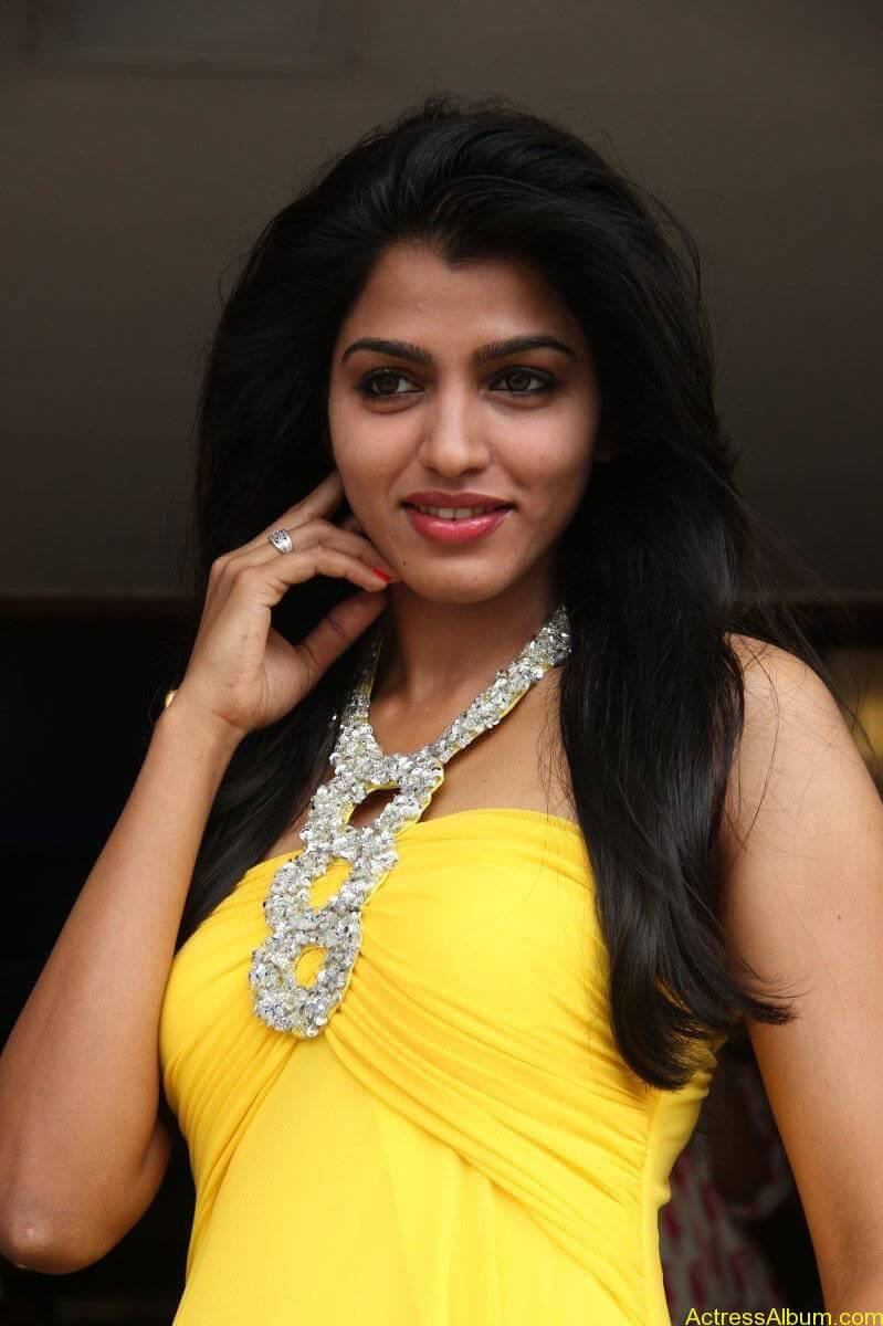 Dhansika-Stills-At-Vizhithiru-Movie-Audio-Launch-01