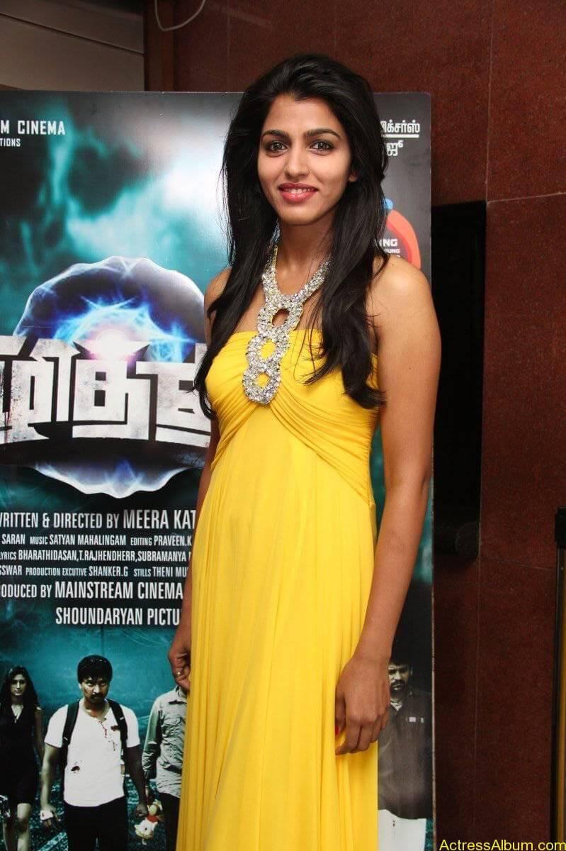 Dhansika-Stills-At-Vizhithiru-Movie-Audio-Launch-09