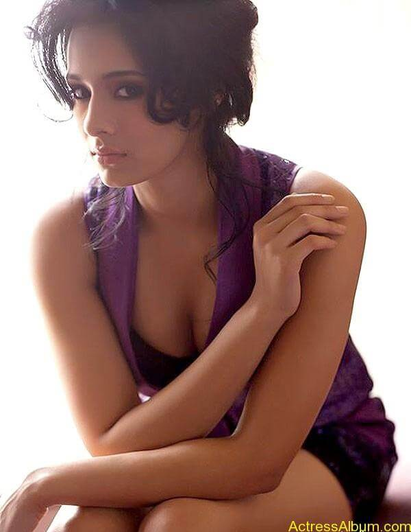 ESPN Anchor Mayanti Hot Photo Shoot Photos (2)