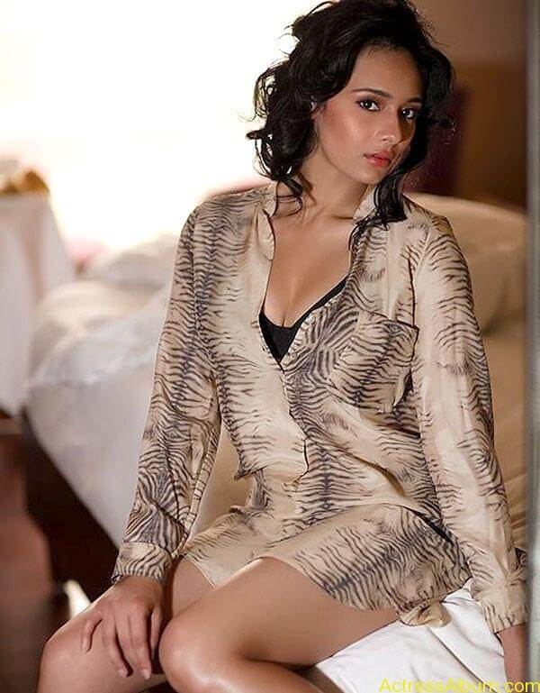 ESPN Anchor Mayanti Hot Photo Shoot Photos (6)