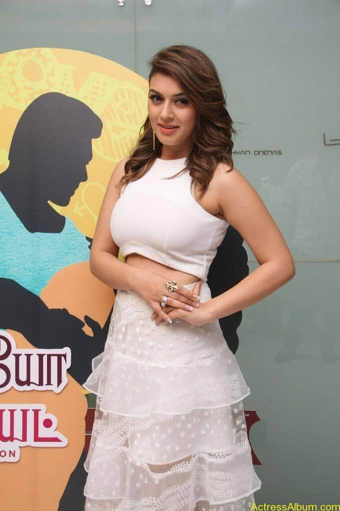 Hansika-Stills-At-Romeo-Juliet-Movie-Premiere-Show-2