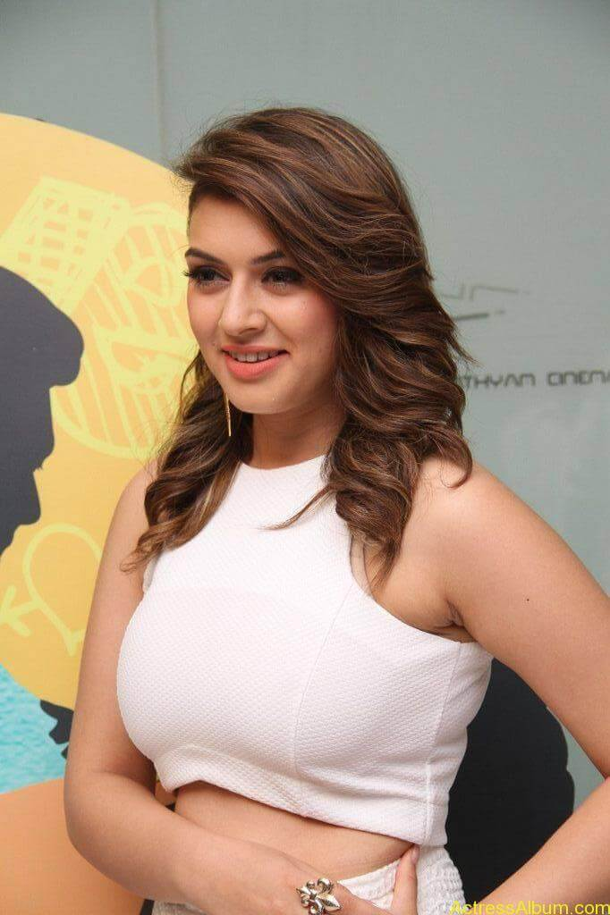 Hansika-Stills-At-Romeo-Juliet-Movie-Premiere-Show-4