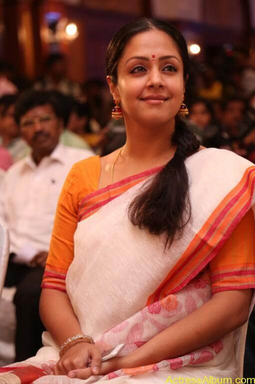JYOTHIKA STILLS AT 36 VAYATHINILE MOVIE-3