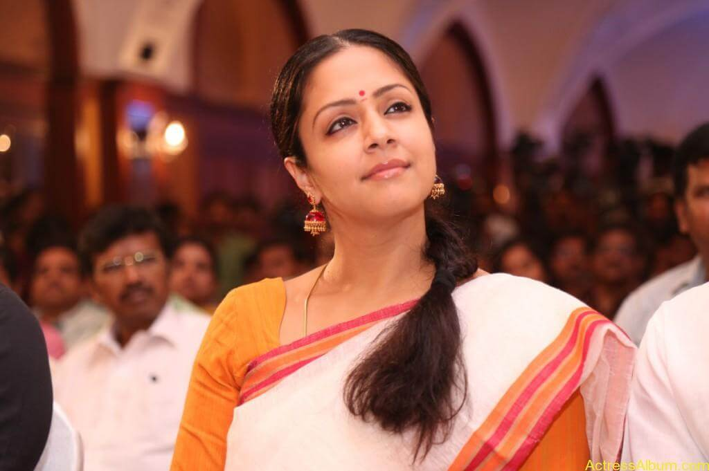 JYOTHIKA STILLS AT 36 VAYATHINILE MOVIE-5