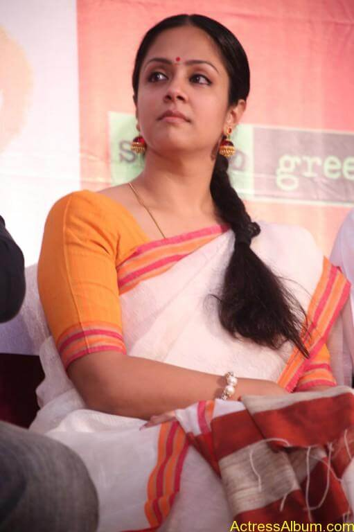 JYOTHIKA STILLS AT 36 VAYATHINILE MOVIE-6