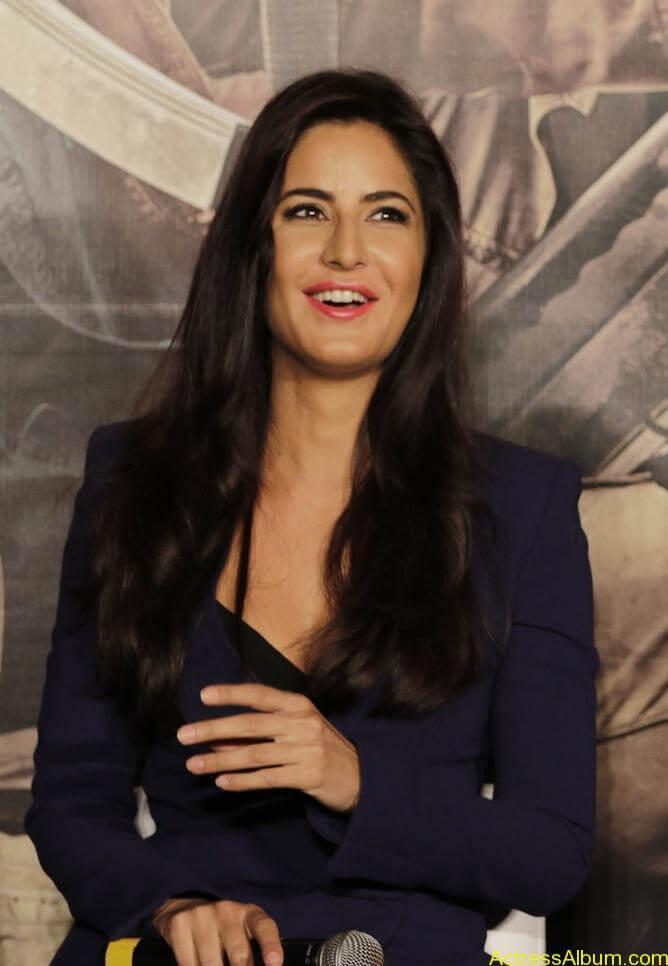 Katrina-Kaif-Sexy-Stills-At-Phantom-Movie-Trailer-Launch-1