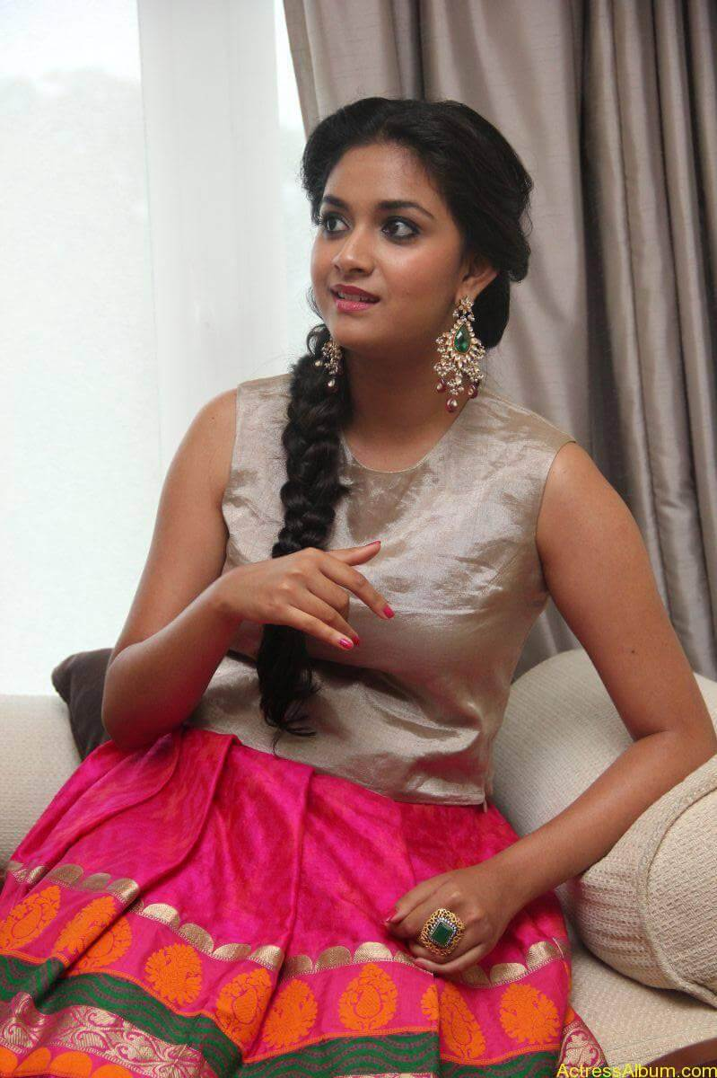 Keerthi-Suresh-Stills-At-Rajini-Murugan-Audio-Launch-04